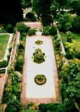 Georgian Garden, The | GardenVisit.com, the garden landscape guide
