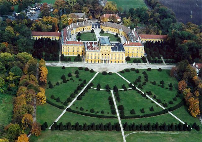 Tvrđave i dvorci - Page 2 Eszterhaza_fertod_hungary_600x