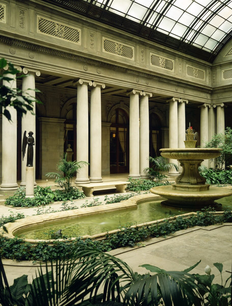 http://www.gardenvisit.com/assets/madge/frick_garden_court/original/frick_garden_court_original.jpg