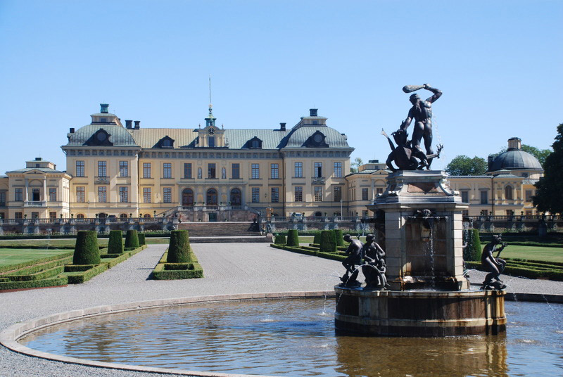 http://www.gardenvisit.com/assets/madge/drottningholm_palace_sweden/600x/drottningholm_palace_sweden_600x.jpg