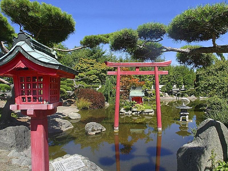 http://www.gardenvisit.com/assets/madge/point_defiance_japanese_garden/600x/point_defiance_japanese_garden_600x.jpg