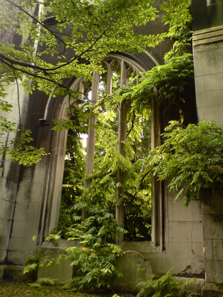 St Dunstan in the East Church Garden | GardenVisit.com, the garden ...