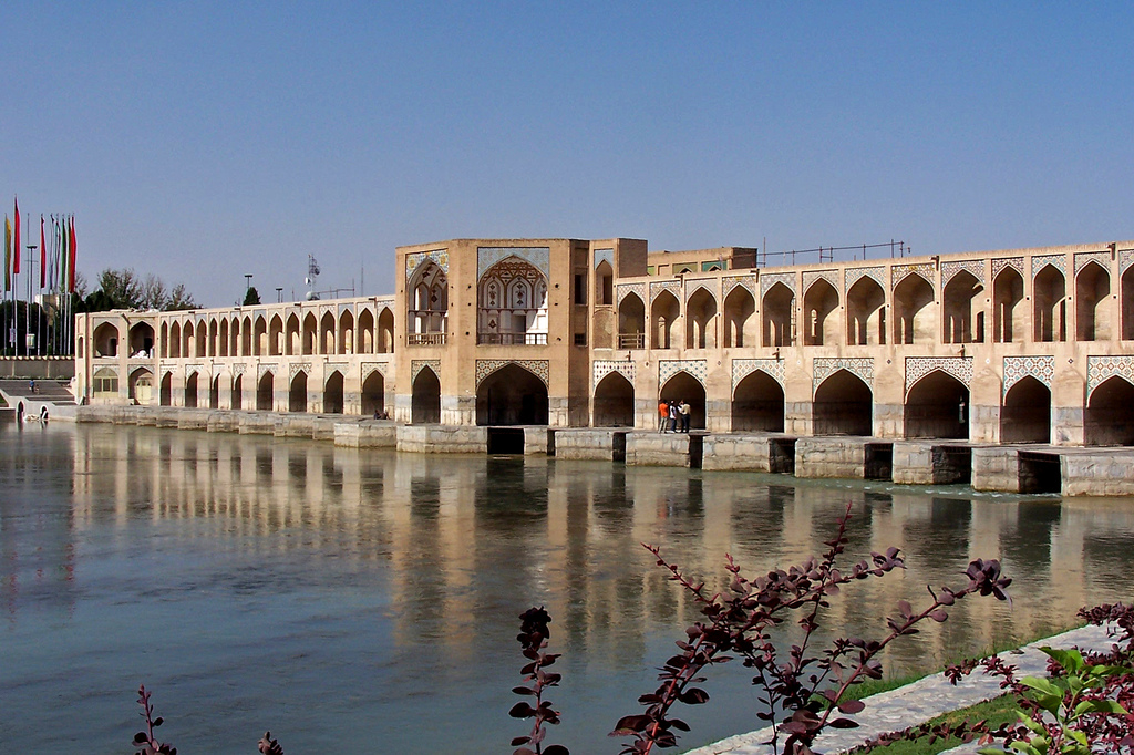 http://www.gardenvisit.com/assets/madge/isfahan-esfahan_1816_jpg/600x/isfahan-esfahan_1816_jpg_600x.jpg