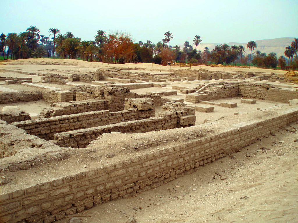 El Amarna, the 28 million year old city of Pharaoh Akhenatan El-amarna_1981_jpg_600x