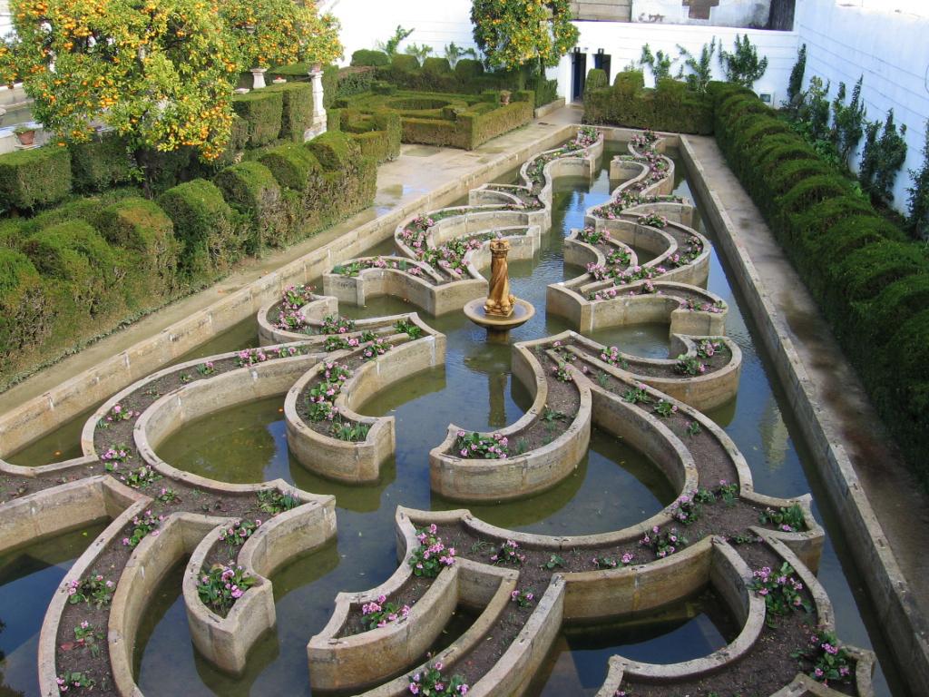 http://www.gardenvisit.com/assets/madge/jardim_episcopal_de_castelo_branco_2888_jpg/600x/jardim_episcopal_de_castelo_branco_2888_jpg_600x.jpg